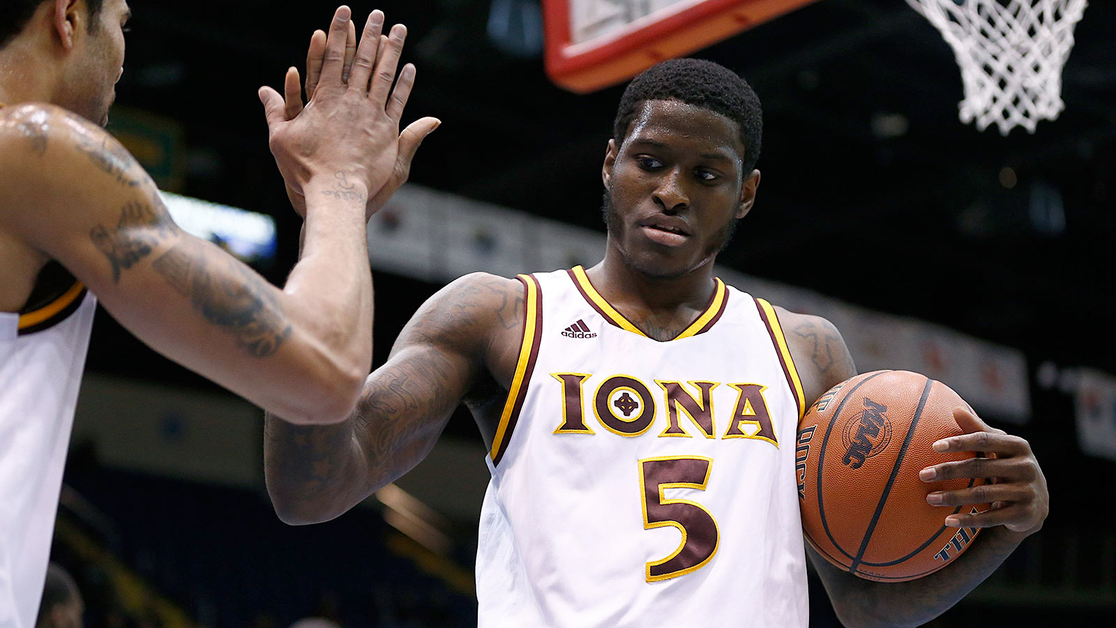 Iona's English scores career-high 46 points, hits 13 treys in win