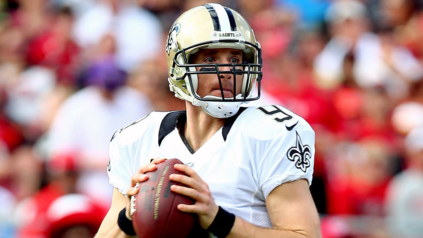 Saints' Brees continues to climb career passing ladder