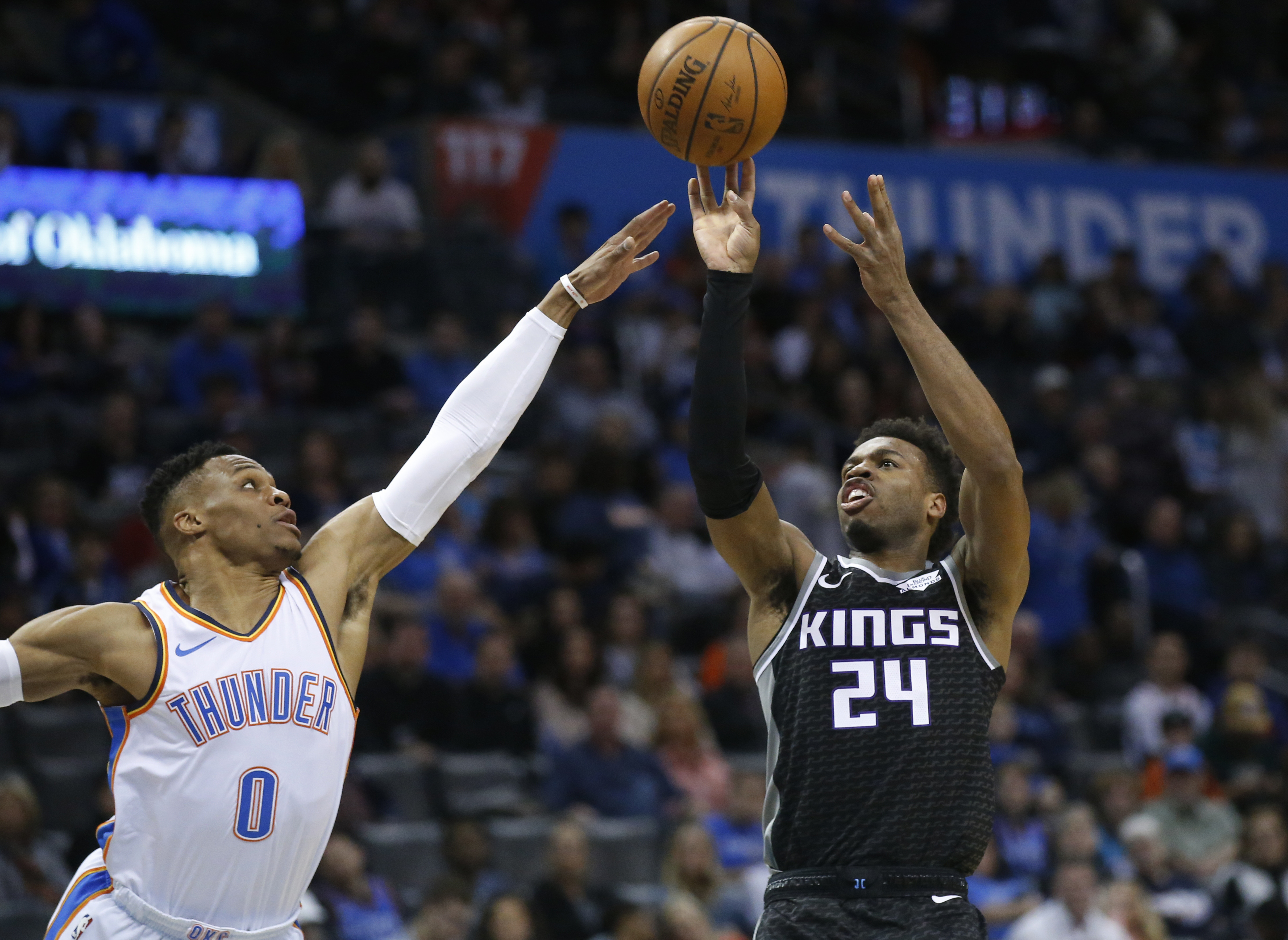 Hield scores 34 as Kings top Thunder 119-116
