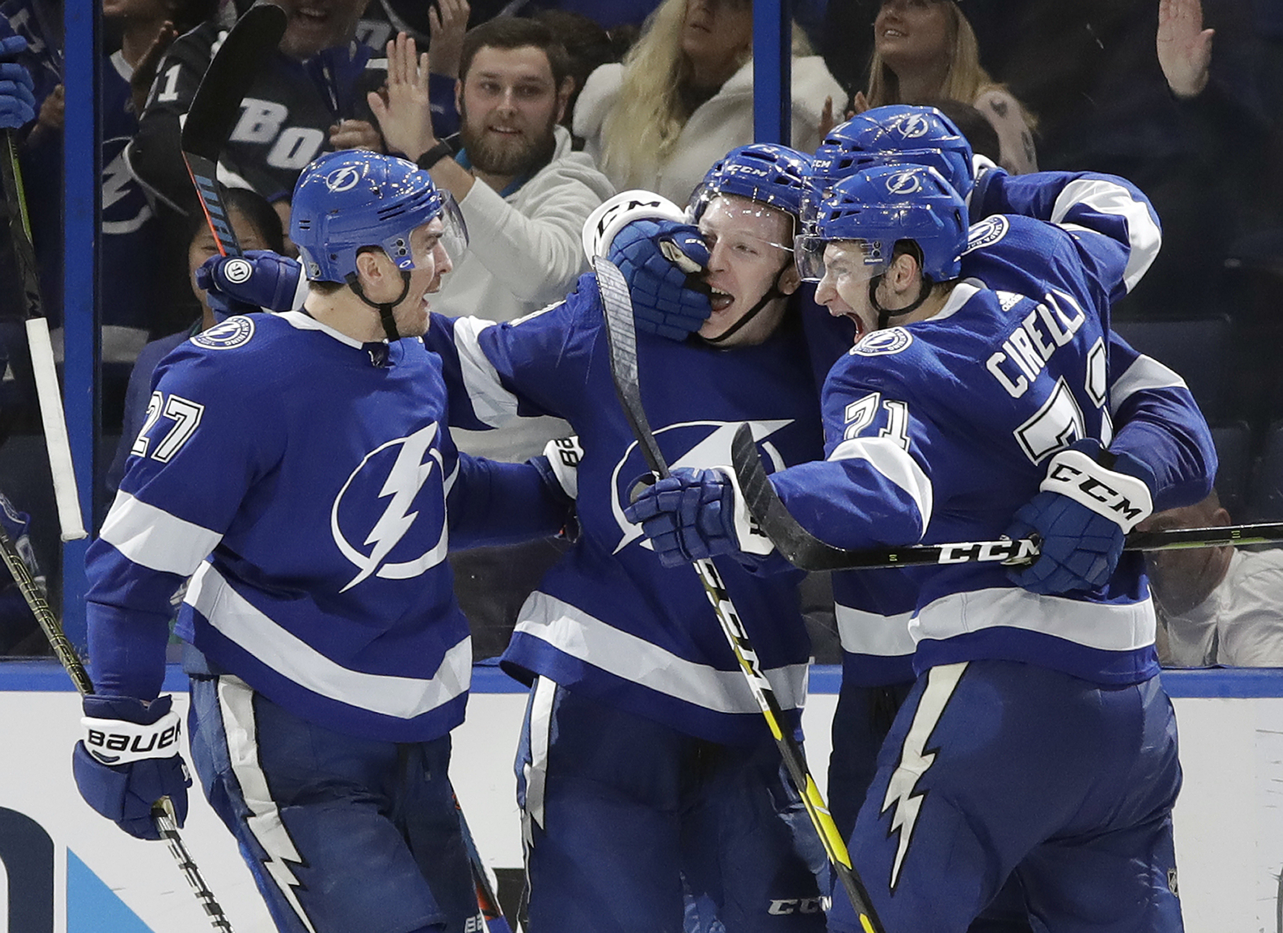 Erne scores late, Lightning beat Canadiens 6-5