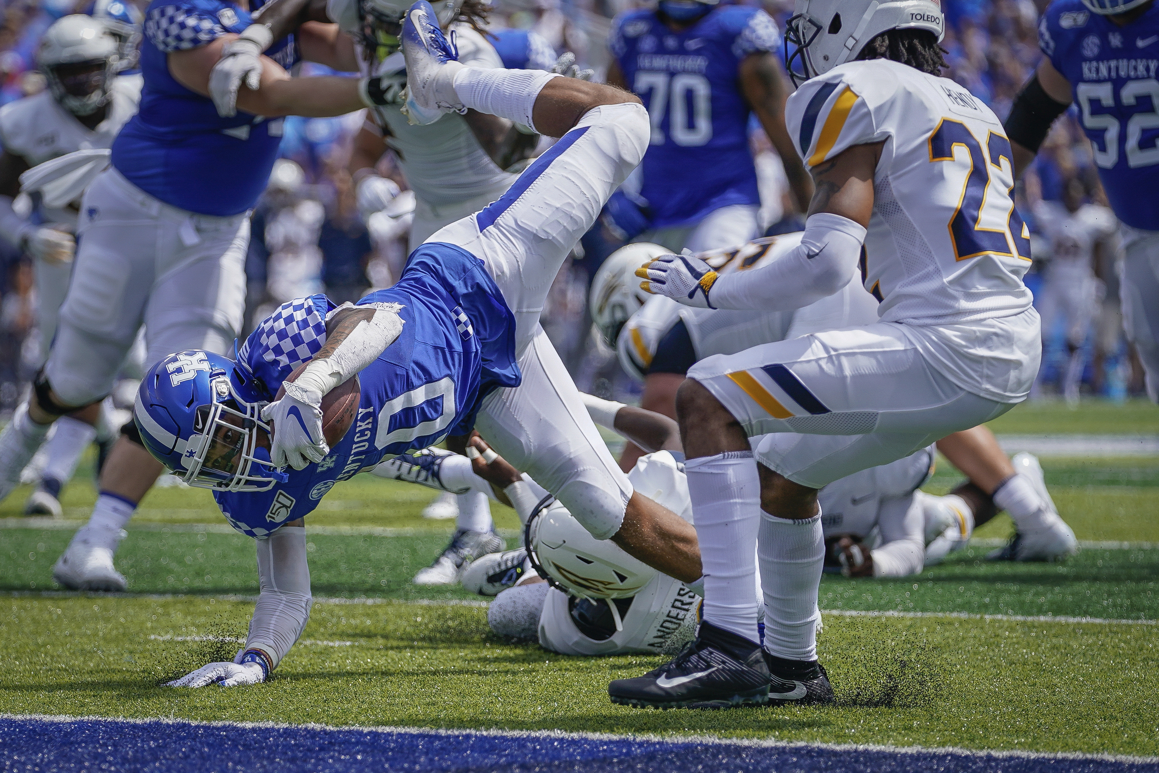 Wilson's 2 touchdown passes lead Kentucky past Toledo 38-24