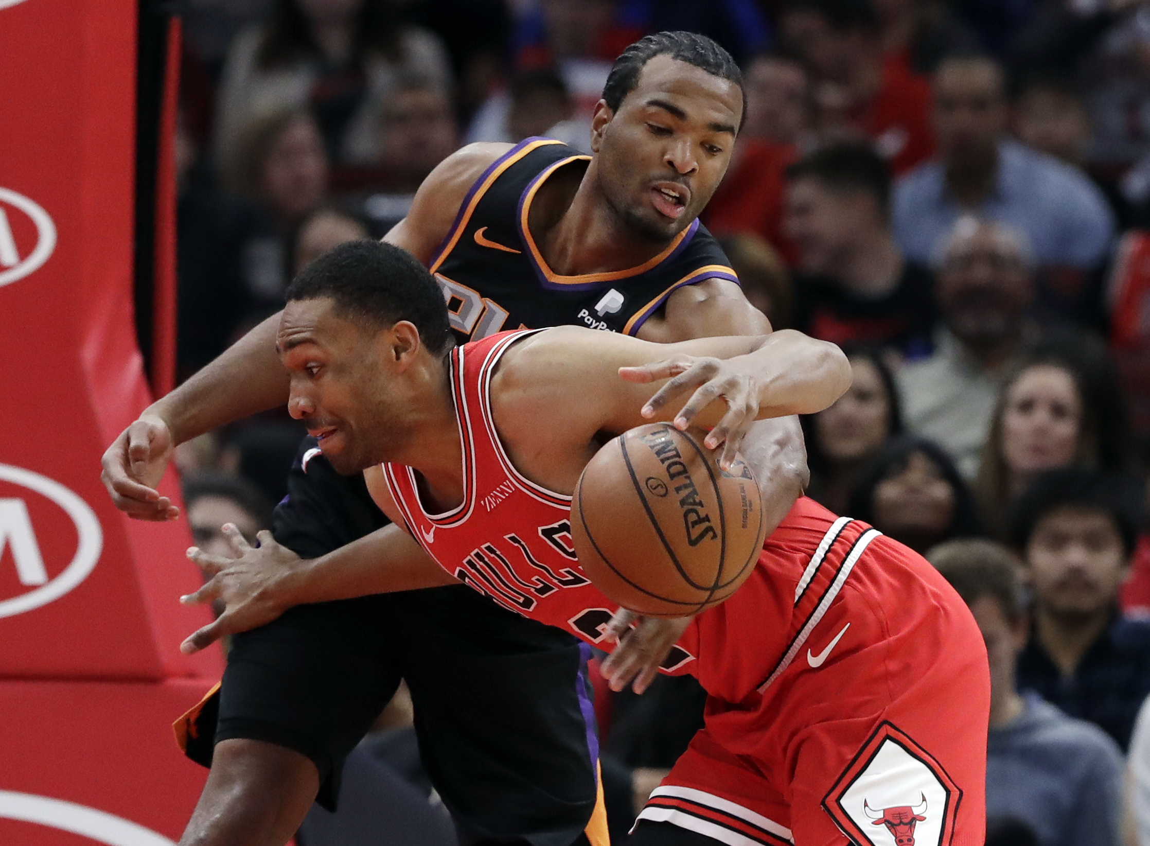 Parker shines as Bulls beat Suns 124-116