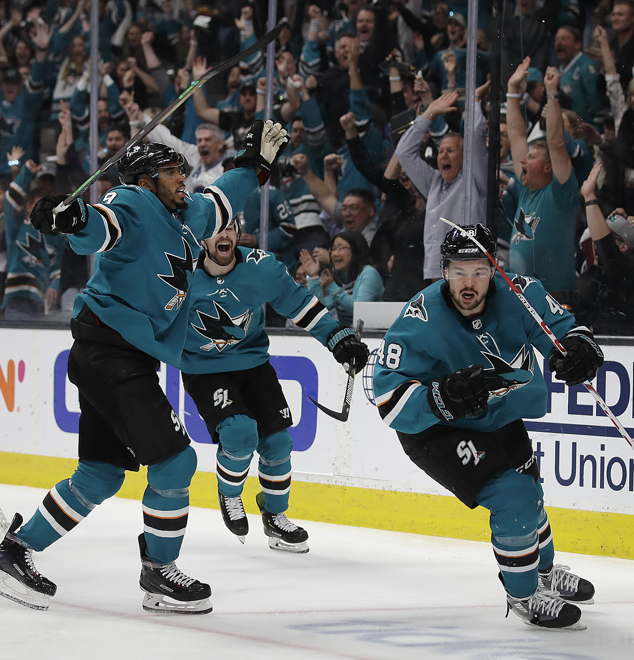 Hertl scores 2, Sharks beat Avalanche 2-1 in Game 5