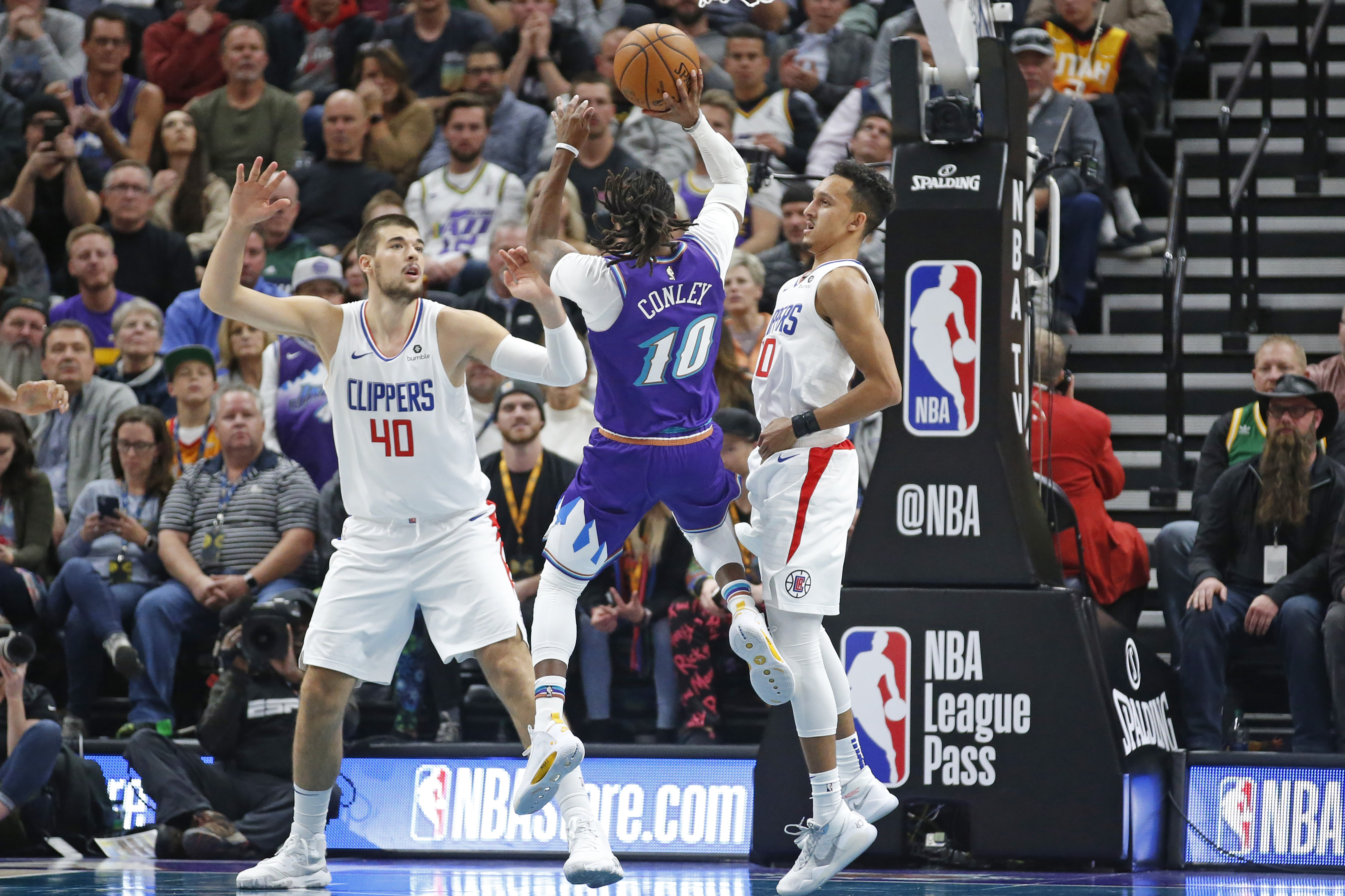Conley breaks out, Jazz beat Clippers as Leonard rests
