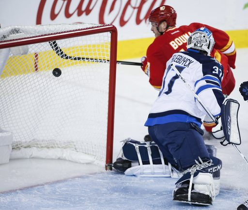 Hamilton scores twice, Flames beat Jets 6-2 for 6th straight (Dec 10, 2016)