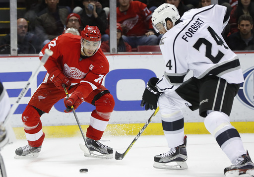 Tyler Toffoli scores 2 to help Kings beat Red Wings 4-1 (Dec 15, 2016)