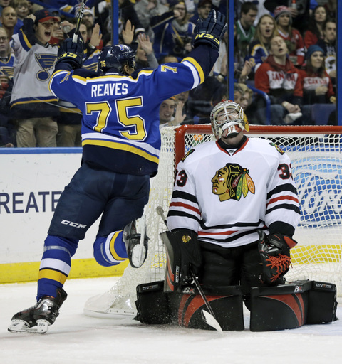 Hinostraza scores tiebreaker, Blackhawks beat Blues 6-4 (Dec 17, 2016)