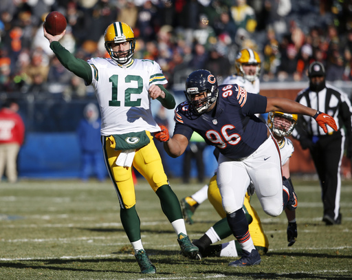 Packers overcome cold, late rally to beat Bears 30-27