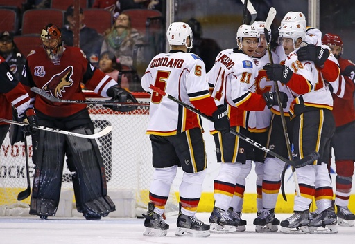 Flames catch fire on power play in 4-2 win over Coyotes (Dec 19, 2016)