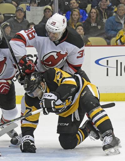Crosby scores 24th, Penguins top struggling Devils 4-1 (Dec 23, 2016)