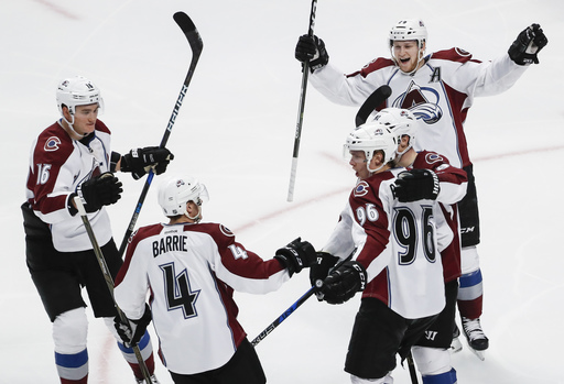 MacKinnnon's OT goal lifts Avalanche over Blackhawks 2-1 (Dec 23, 2016)
