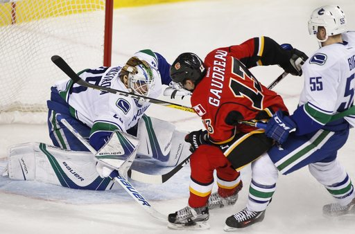 Giordano's 2 goals send Flames to 4-1 victory over Canucks (Dec 23, 2016)