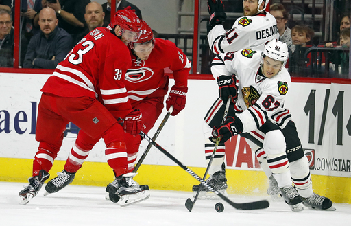 Carolina beats Chicago 3-2 to continue surge on home ice (Dec 30, 2016)