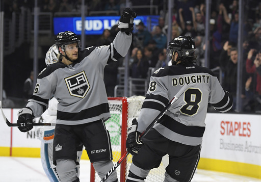 Kings hold on for 3-2 win over Sharks behind Carter's goal (Dec 31, 2016)