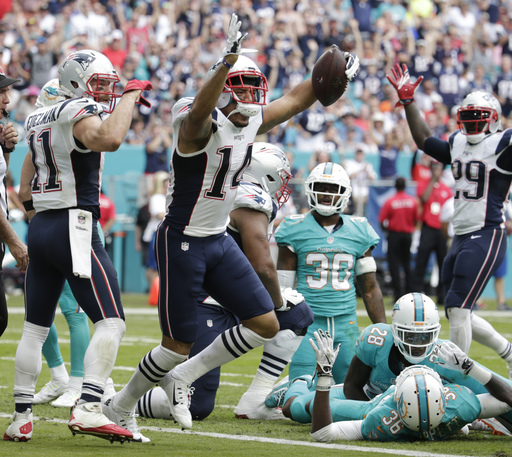 Patriots clinch home-field advantage by beating Dolphins