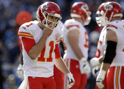 Smith, Chiefs win AFC West title with win over Chargers
