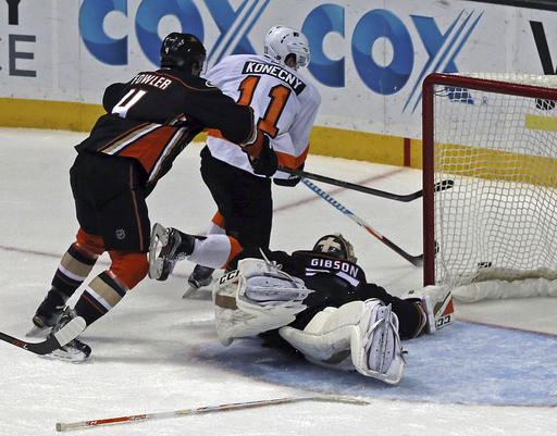 Perry, Kesler lead Ducks past Flyers in shootout (Jan 01, 2017)