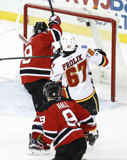 Brodie's career-high 4 assists help Flames blaze past Devils (Feb 03, 2017)