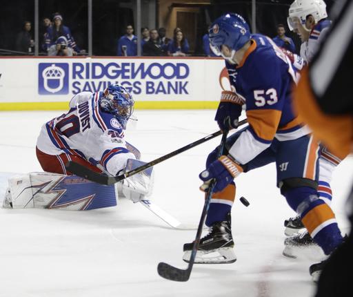Ladd scores 2 as Islanders beat rival Rangers 4-2 (Feb 16, 2017)
