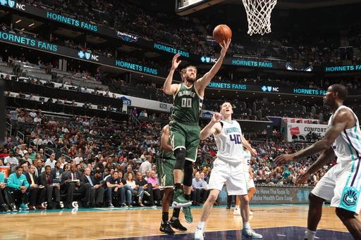 Snell scores 26 points, Bucks beat Hornets 118-108 (Mar 28, 2017)