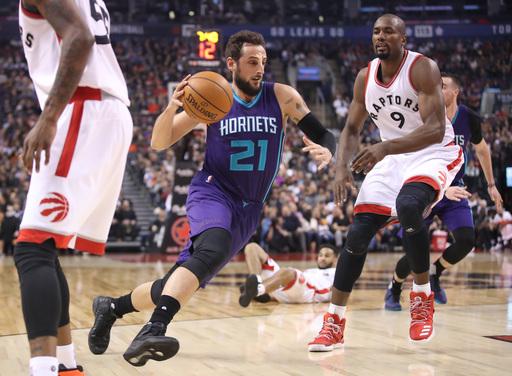 Belinelli helps Hornets beat Raptors 110-106 (Mar 29, 2017)