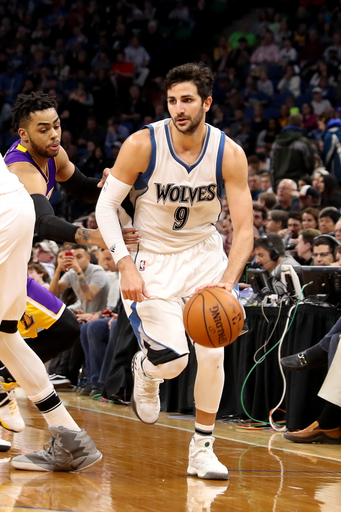 Rubio scores career-high 33 as Wolves beat Lakers 119-104 (Mar 30, 2017)