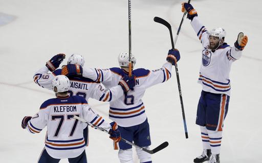 Larsson leads Oilers past Ducks 5-3 in wild series opener (Apr 26, 2017)