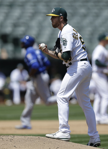 Alex Gordon's go-ahead single in 9th lifts Royals past A's (Aug 16, 2017)