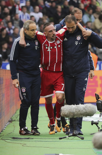 Bayern winger Ribery out with torn ligament in left knee