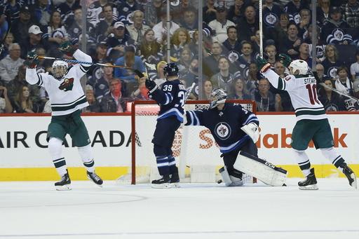 Wheeler scores 200th NHL goal, Jets beat Wild 4-3 (Oct 20, 2017)