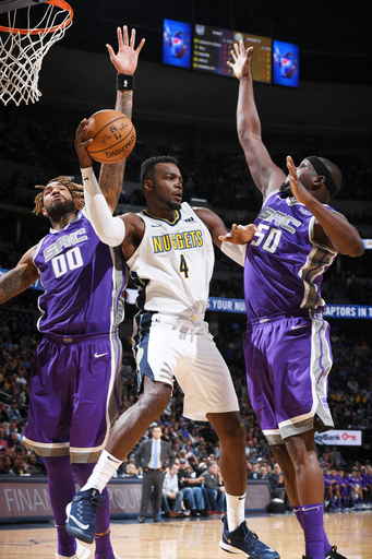 Millsap scores 18 in home debut as Nuggets beat Kings, 96-79 (Oct 21, 2017)