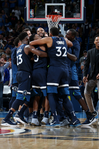 Wiggins' heave banks in, leads Timberwolves past Thunder (Oct 22, 2017)