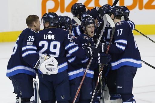 Little scores winner in shootout, Jets rally past Flyers 3-2 (Nov 16, 2017)