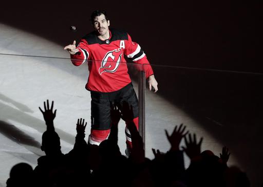Boyle scores emotional goal, Devils beat Canucks 3-2 (Nov 24, 2017)