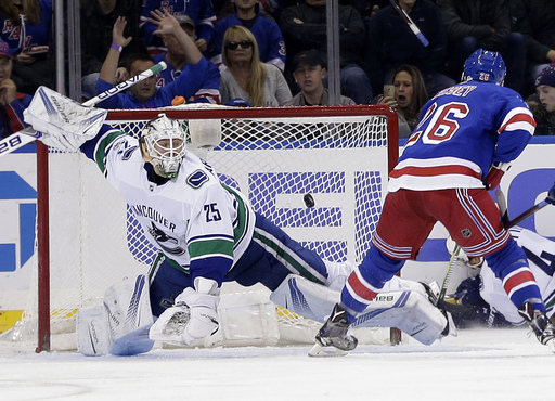 NHL: Jimmy Vesey lifts Rangers past Canucks in shootout, 4-3