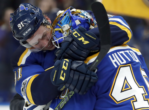 Hutton stops 48 shots for 9th shutout, Blues beat Jets 2-0 (Dec 16, 2017)