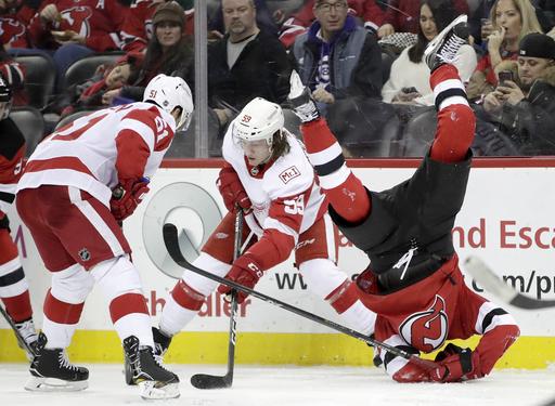 Hischier scores twice as Devils extend win streak to 5