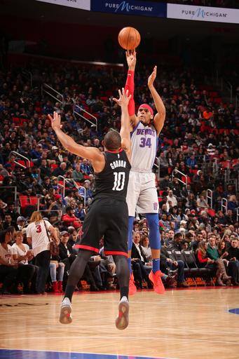 Drummond-less Pistons hold off Harden-less Rockets 108-101 (Jan 06, 2018)