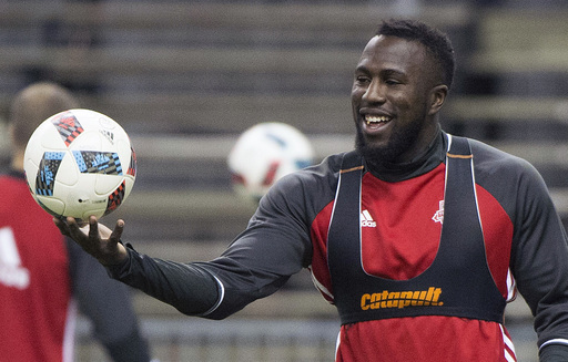 With no World Cup for US this year, Altidore shifts focus