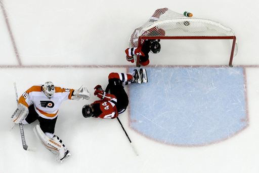 Hischier's late goal lifts Devils over Flyers 4-3 (Feb 01, 2018)