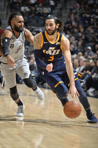 Rubio's season-high 34 leads Jazz by Spurs, 120-111