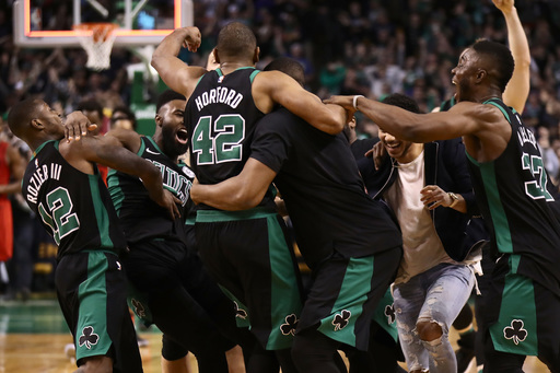 Horford hits at buzzer, Celtics top Trail Blazers 97-96