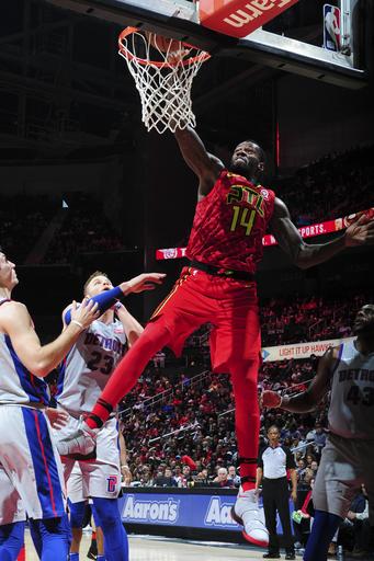 Dedmon powers Hawks past Griffin, Pistons 118-115