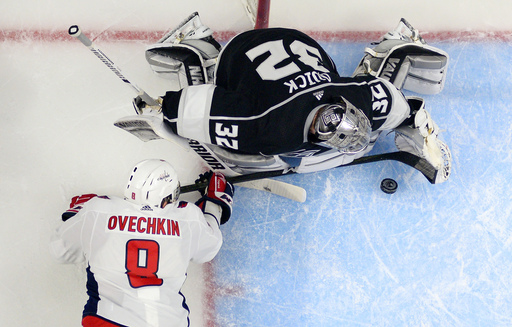 Lewis returns to lead Kings past Capitals 3-1