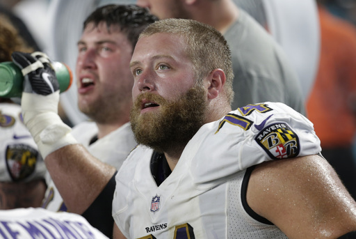 Ravens sign OL James Hurst to 4-year contract