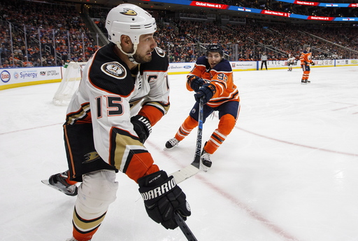 Lindholm finishes late comeback, Ducks beat Oilers 5-4 in OT