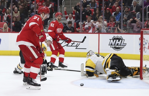 Glendening scores twice to lift Red Wings over Penguins 5-2