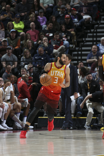 Rubio scores 31, leads Jazz past Lakers 117-110