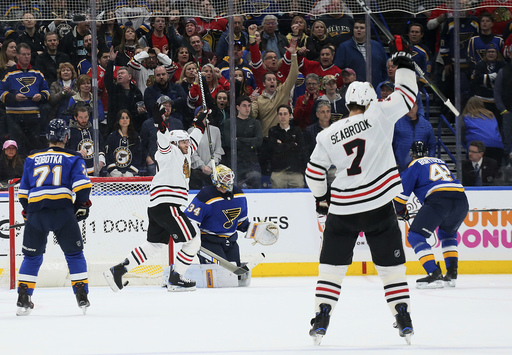 Keith scores late goal, Blackhawks beat Blues 4-3
