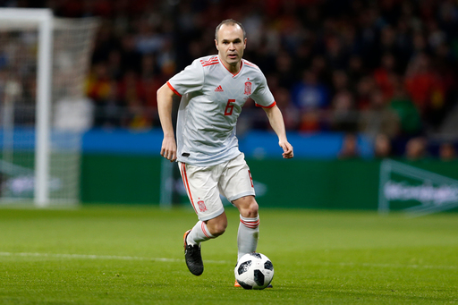 Iniesta to hold news conference amid reports of Barca exit